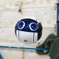 Chú robot này sẽ thay các phi hành gia chụp ảnh vũ trụ