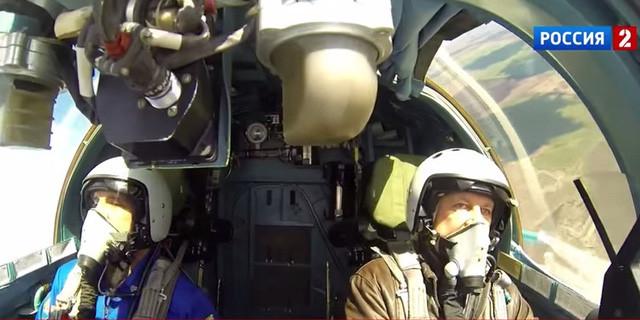 Khoang lái với không gian rộng rãi hơn cho phép phi công có đủ không gian hoạt động và cả thư giãn nếu cần thiết.