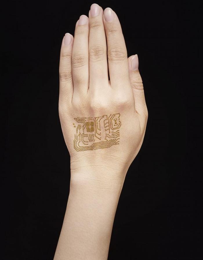 Các sợi này được phủ bằng vàng để làm cho chúng có tính dẫn điện hơn.