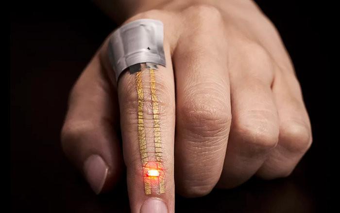 Thiết bị đeo siêu mỏng có thể ghi dữ liệu qua da.