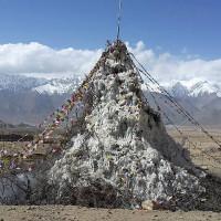 """Cách con người xây """"tháp băng khổng lồ"""" ngay giữa sa mạc"""