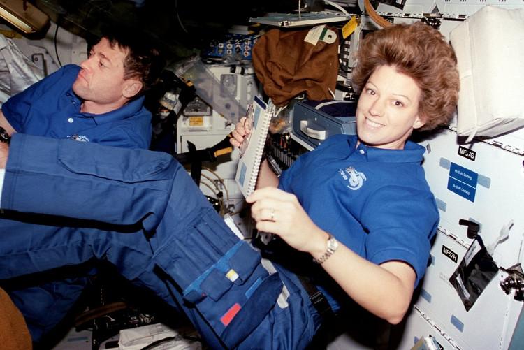 Eileen Collins là nữ phi hành gia chỉ huy tàu con thoi đầu tiên của NASA.