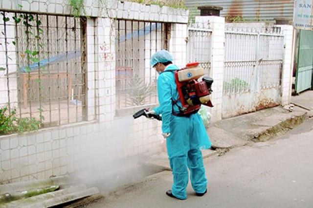 Chủ động xịt muỗi trong môi trường bạn sống.