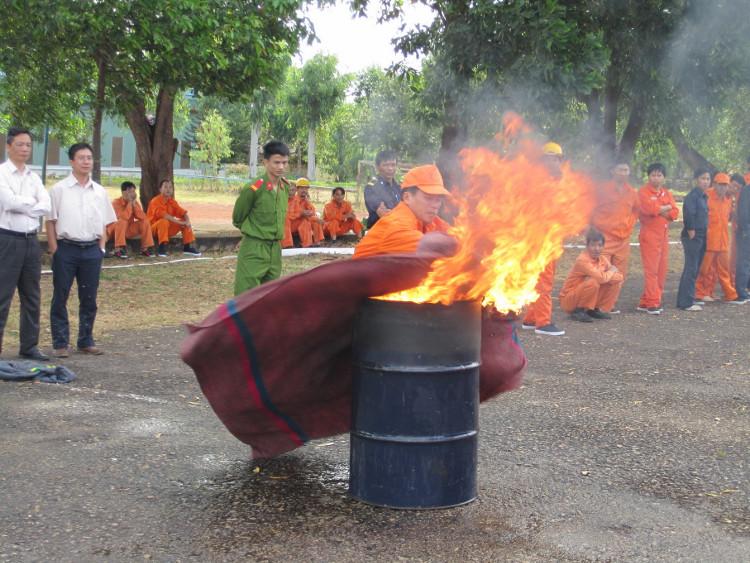 Chữa cháy bằng chăn