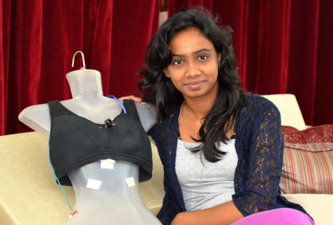 Manisha Mohan và sản phẩm sticker chống tấn công tình dục.