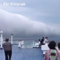 Video: Mây cuộn khổng lồ vắt ngang Thái Bình Dương