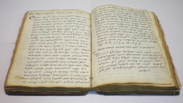 Người xưa tạo không gian rỗng ở hai bên rìa sách để hạn chế tối đa những thông tin bị chuột, gián, bọ mang đi.