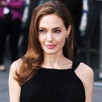 Bệnh liệt cơ mặt của nữ diễn viên Angelina Jolie là gì?
