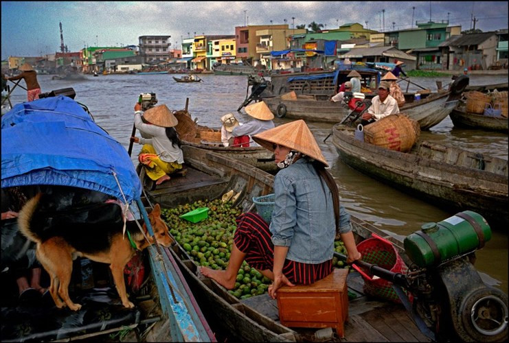 Một góc chợ nổi Phong Điền, Cần Thơ năm 2007.