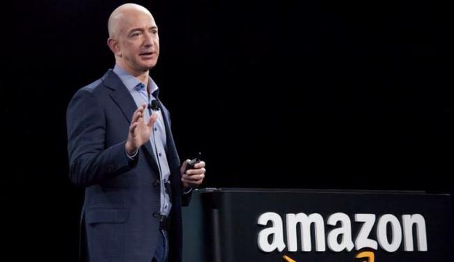Chủ nhân của đế chế Amazon đã vươn lên là người giàu nhất thế giới, nhưng vài giờ sau đó, vị trí đó lại trở về với Bill Gates.