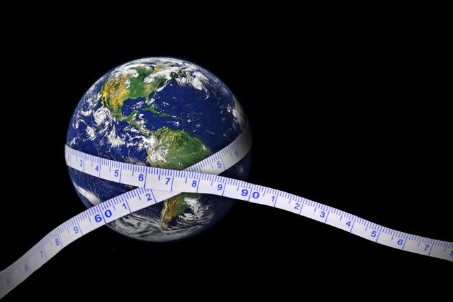Nếu bán kính trái đất mà lớn hơn, có quan điểm sẽ cho rằng việc chế tạo một quả tên lửa vượt ra ngoài khoảng không là điều không tưởng