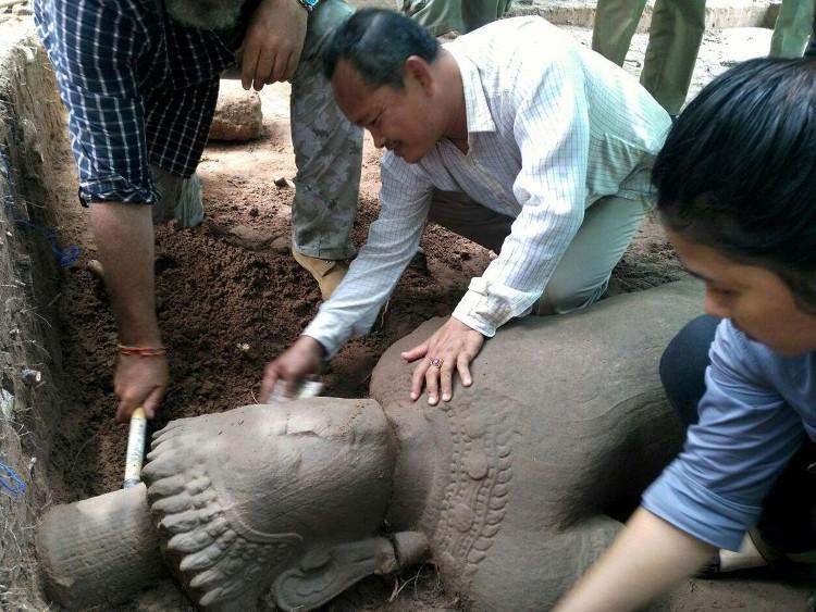 Pho tượng cổ được tìm thấy