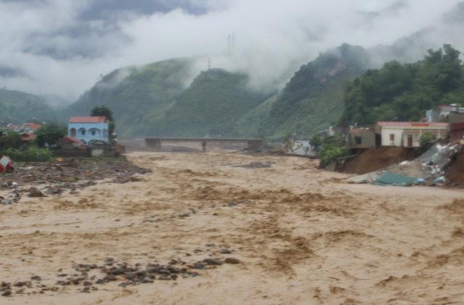 Mưa lũ gây thiệt hại nặng nề tại huyện Mường La