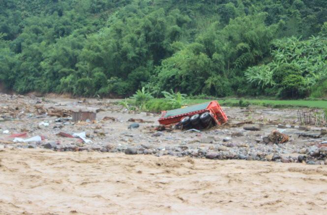 Quang cảnh mưa lũ tại huyện Mường La (Sơn La)