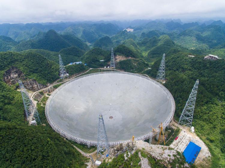 FAST hiện là kính thiên văn lớn nhất thế giới.