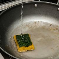 50.000 tỉ vi khuẩn trong... miếng rửa chén