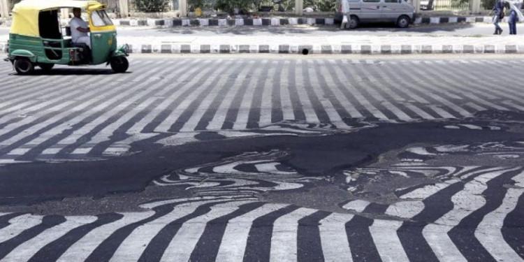 Nắng nóng năm 2015 đã khiến nhiều đường phố tại Ấn Độ nóng chảy.