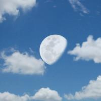 """Giải mã hiện tượng mặt trăng """"thơ thẩn trên trời"""" vào ban ngày"""