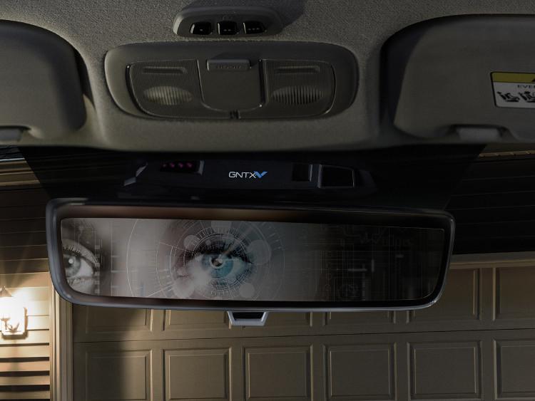 Ngay khi người lái bước vào trong xe, bộ phận cảm biến sinh trắc sẽ bắt đầu làm việc.