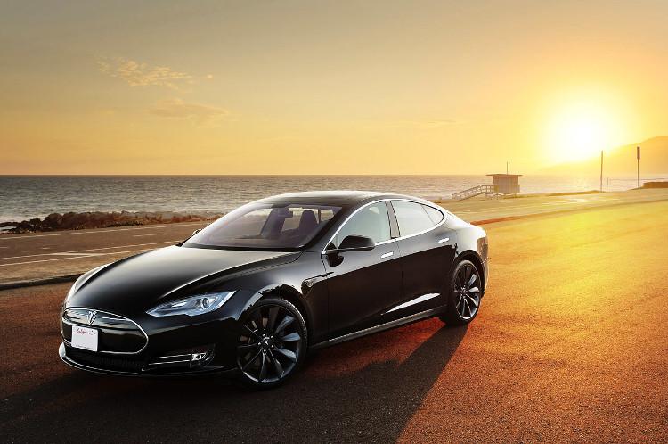 Tesla model S - mẫu xe Plug-in Hybrid nhanh nhất ở thời điểm hiện tại.