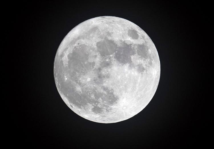 Cold Moon vào ngày 13/12/2016 tại Cornwall.