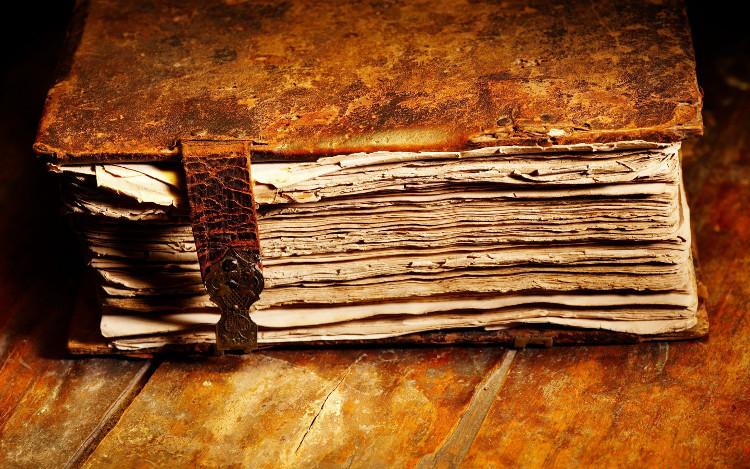 Sách cũ có một thứ mùi rất đặc trưng.