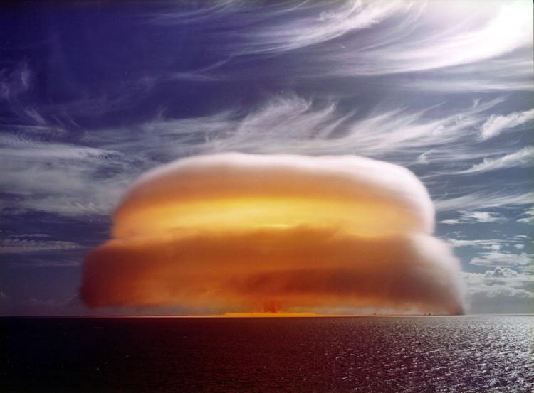 Vụ thử bom hạt nhân với sức công phá 34 kilotons của Pháp tại Aopuni, châu Đại Dương ngày 1/1/1971.