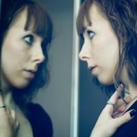 Hiệu ứng biến khuôn mặt trong gương thành hình ảnh đáng sợ