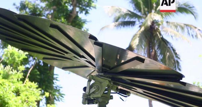 Smartlower POP lấy cảm hứng từ hoa hướng dương với 12 tấm pin năng lượng mặt trời.