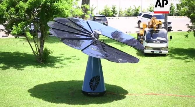 Hệ thống pin mặt trời có dạng xếp giống một cách hoa.