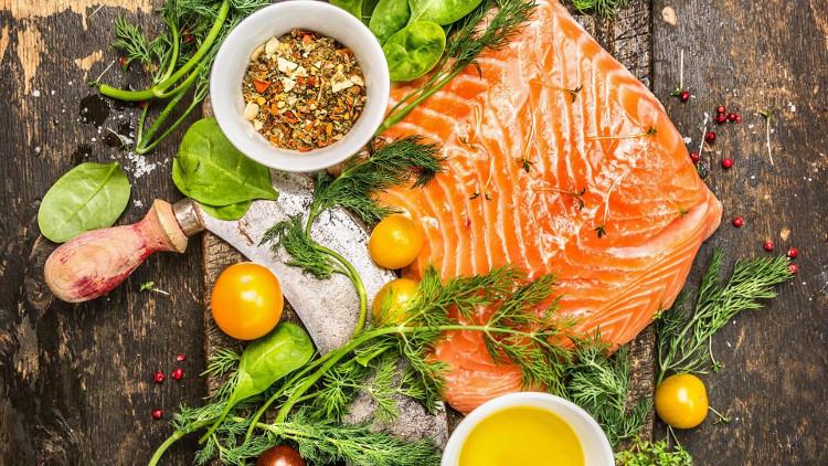 Bữa ăn đầy đủ chất dinh dưỡng sẽ có lợi và chống thèm ăn hơn nhiều bữa ăn tạm bợ.