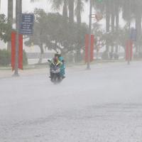 Trung Bộ giảm nắng nóng, Bắc Bộ tiếp tục mưa dông, có nơi mưa rất to