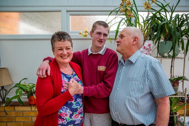 Gia đình Liam luôn hỗ trợ con trai suốt 18 năm qua.