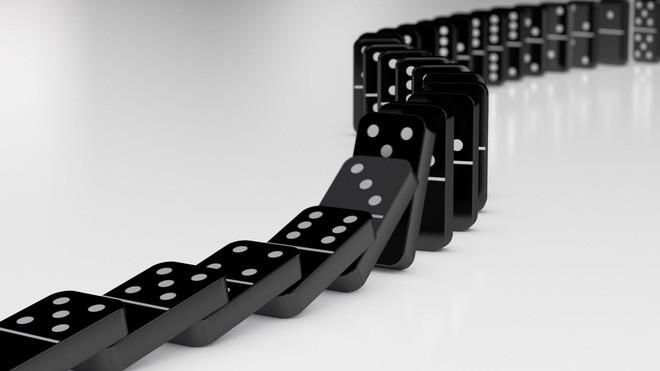 Một phản ứng dây chuyền chẳng khác cách những quân domino đổ xuống.