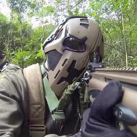 """""""Mặt nạ siêu nhân"""" chống được đạn, có kính hồng ngoại, hiển thị vị trí đồng đội"""