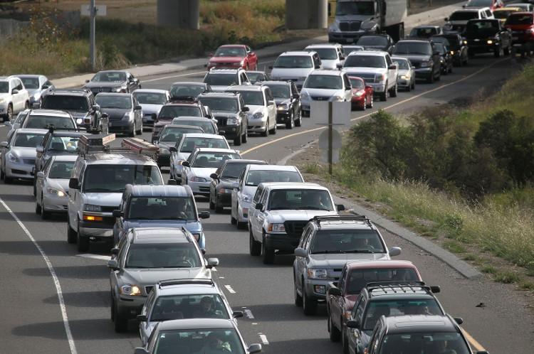Khi mà một cung đường đã đạt tới giới hạn số lượng xe lưu thông, thì tắc đường ma sẽ diễn ra.