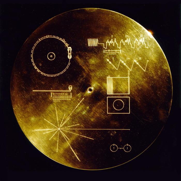 Đĩa vàng có khắc ghi bản đồ chỉ vị trí Mặt trời gửi đến người ngoài hành tinh.