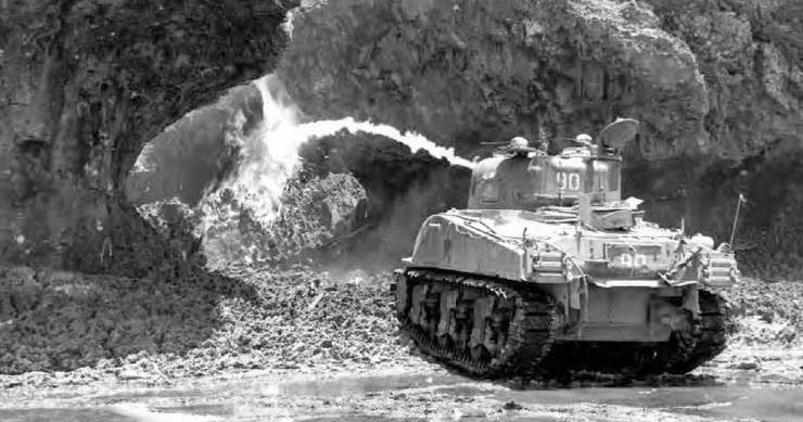 Xe tăng Đức trang bị súng phun lửa.