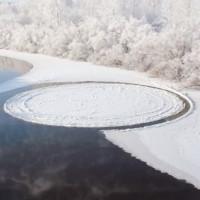 Hiệu ứng tạo đĩa băng 15m xoay tròn trên mặt sông Nga