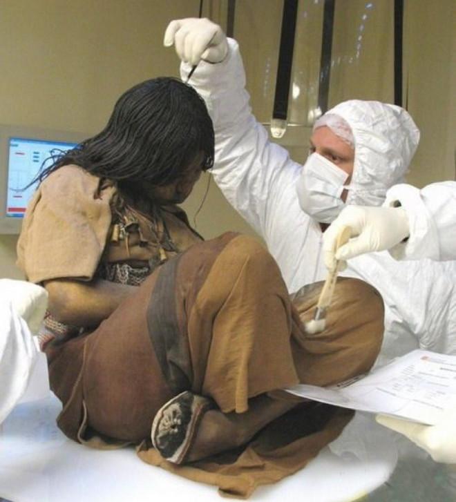 """Trước khi được mang đi hiến tế, ba em bé đã được """"vỗ béo"""" bằng một chế độ ăn giàu dinh dưỡng"""