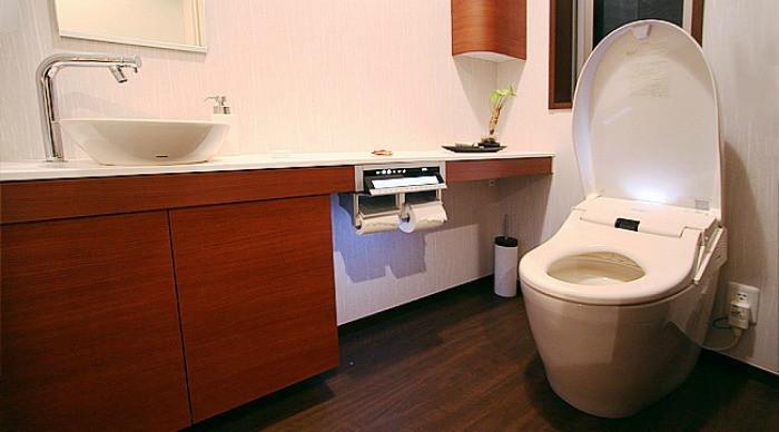Thiết bị vệ sinh của người Nhật vô cùng hiện đại.