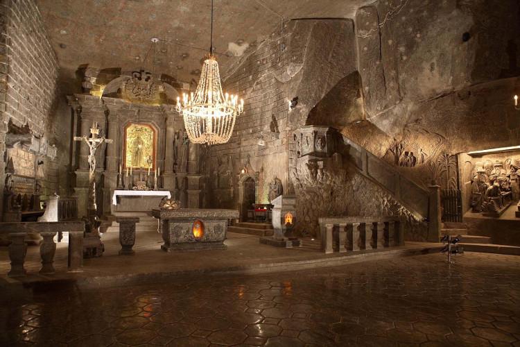 Một phòng trưng bày ở mỏ muối Wieliczka.