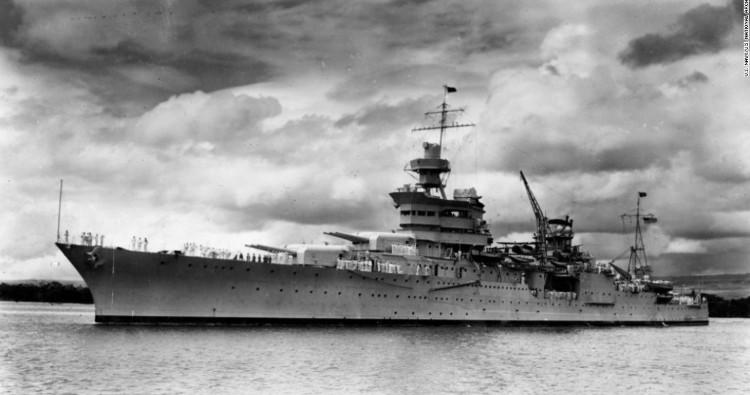 Tàu Indianapolis chìm ở Thái Bình Dương năm 1945.