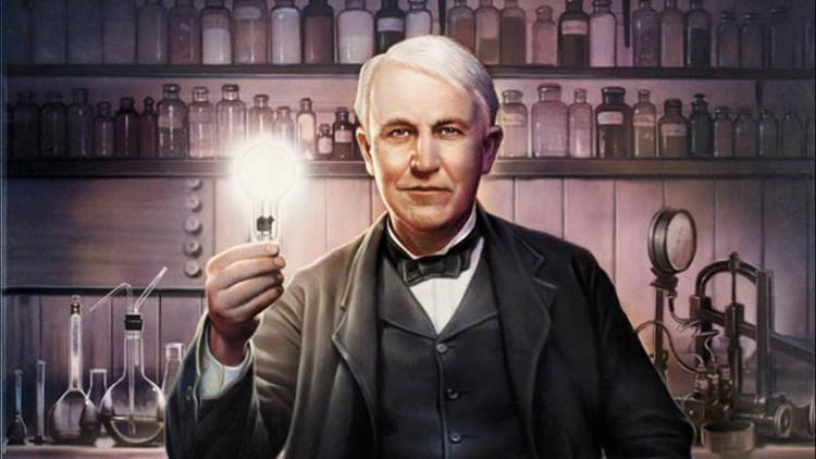 Thomas Edison và phát minh bóng đèn của mình.