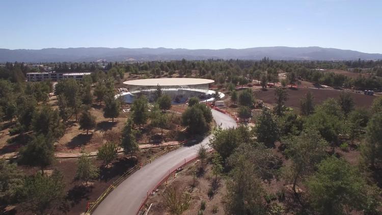 Tòa nhà chính của Apple Park có biệt danh là Spaceship (Tàu vũ trụ).