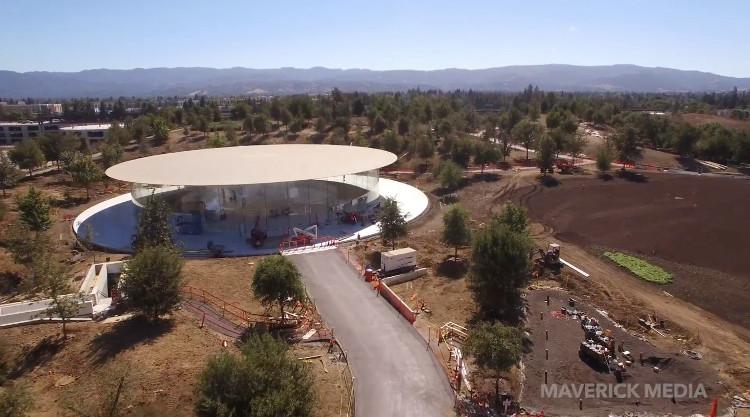 Nhà hát Steve Jobs nhìn từ xa. Và đây là lối vào chính.