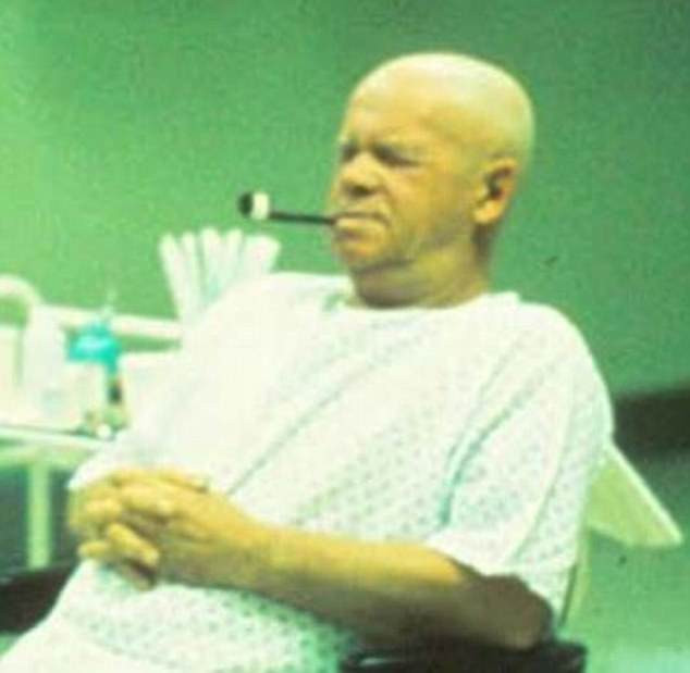 Harold R McCluskey trong phòng bệnh.