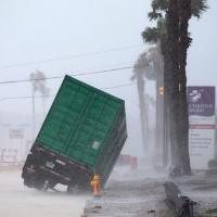 """Bão mạnh nhất 12 năm gây """"lũ lụt thảm khốc"""" ở Mỹ"""