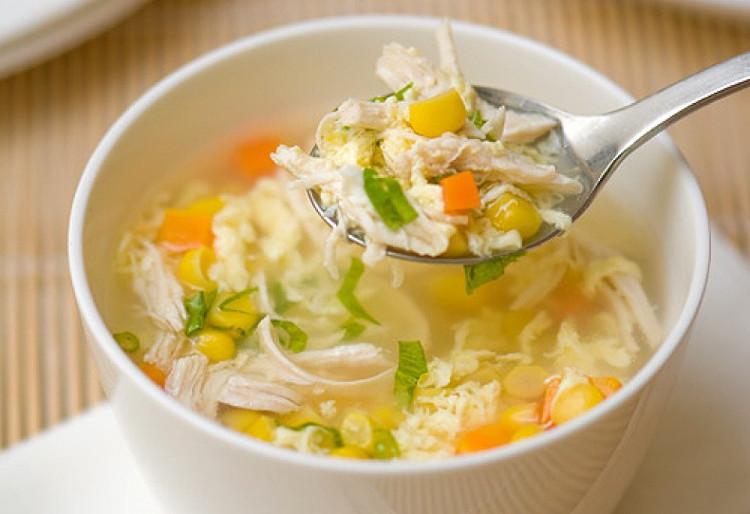 Edison muốn xem liệu họ có cho thêm muối hay hạt tiêu vào món súp trước khi nếm thử hay không.