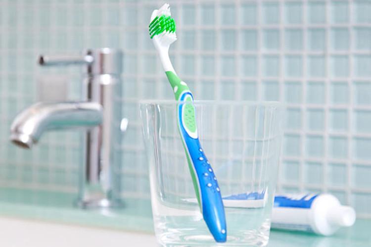 Nên giữ bàn chải ở nơi khô ráo sau khi rửa sạch.